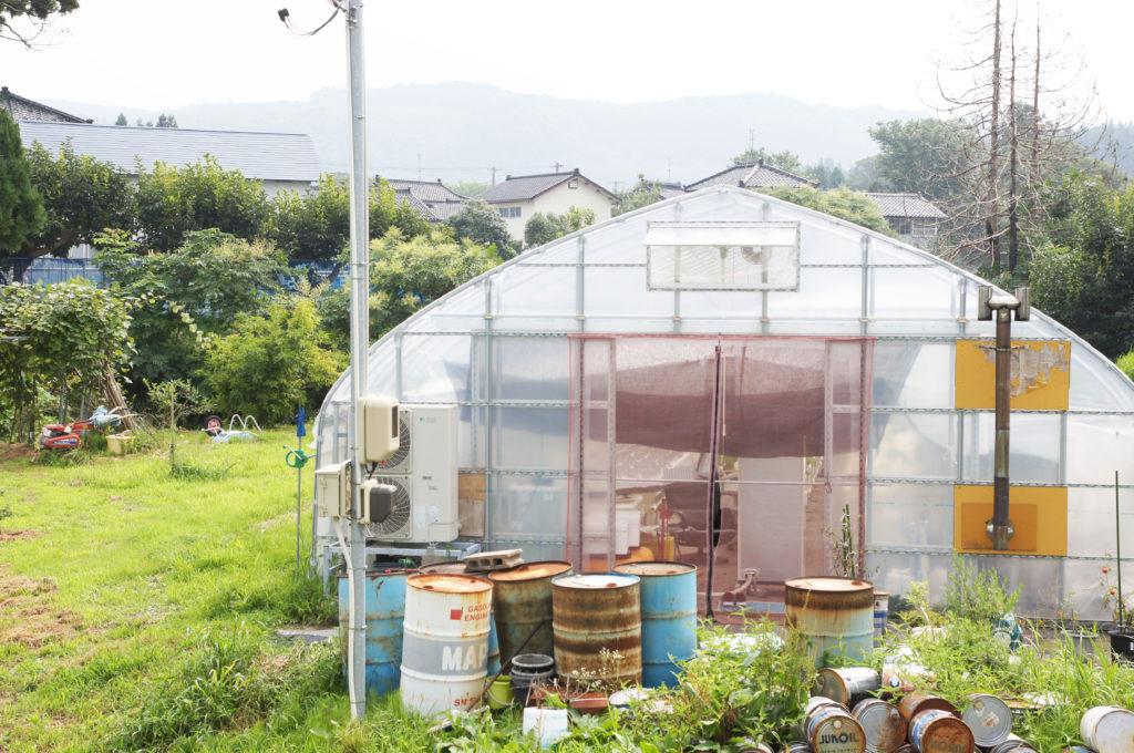草, 屋外, 建物, フィールド が含まれている画像  自動的に生成された説明